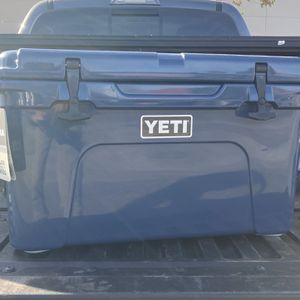 YETI TUNDRA 45 cooler (Limited Edition Blue ) for Sale in Los Angeles, CA