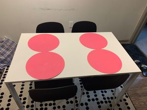 Dining table with 4 chairs in a good condition for Sale in Houston, TX