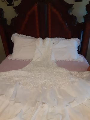 Size 4 - SWEETHEART IVORY NEW WEDDING GOWN for Sale in North Port, FL