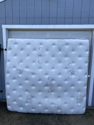 King Pillow-Top Mattress - Great Condition for Sale in Woodbridge, VA