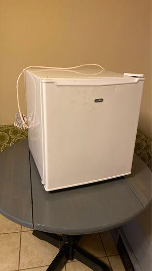 Sunbeam mini fridge for Sale in St. Louis, MO