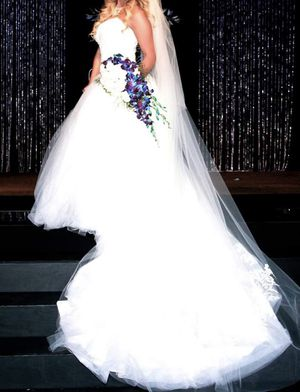 Vera Wang Wedding Dress w/ Veil for Sale in Southwest Ranches, FL