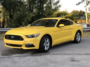 2017 ford mustang for Sale in Fort Lauderdale, FL