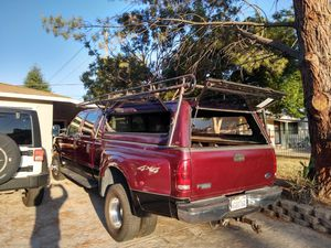 Camper y lamber rack para Dually 8 pies for Sale in Sacramento, CA