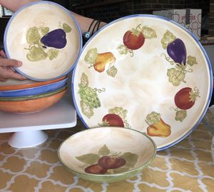 6 Bowls and platter with stand and blender for Sale in Bloomingdale, IL