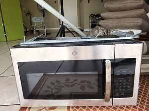 Like New GE microwave oven for Sale in Margate, FL