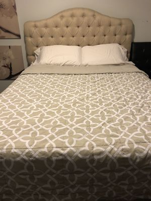 Queen Sized Tempur-Pedic Bed for Sale in Chicago, IL