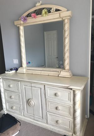 Dresser, mirror, and end table for Sale in Litchfield Park, AZ