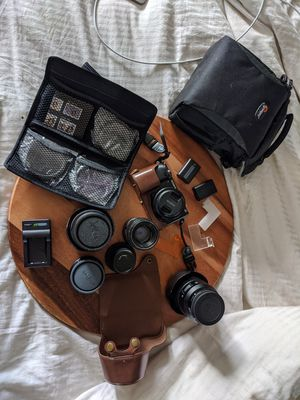 Sony a6000 bundle 20mm lens extra e mount mirrorless camera for Sale in Seattle, WA