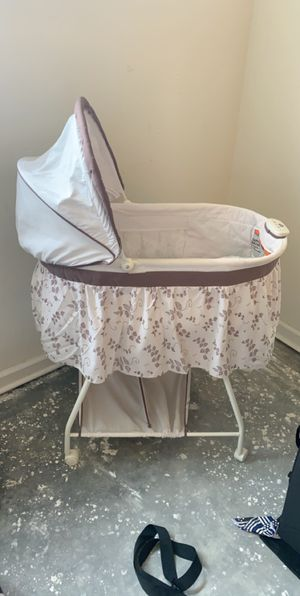 Baby bundle, pack & play, bassinet & play mat for Sale in Lake Wales, FL