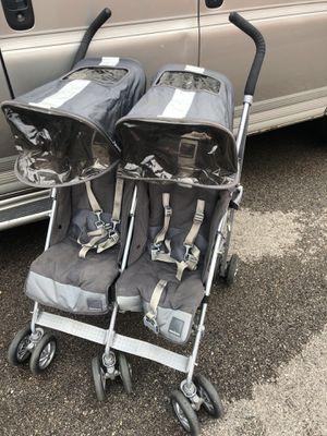 Twin techno double umbrella MacLaren stroller. for Sale in Elgin, IL