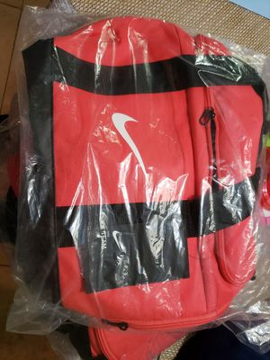 NIKE WOMENS DUFFLE BAG for Sale in Miami, FL