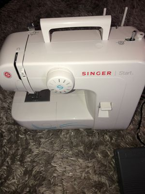 SEWING MACHINE for Sale in Charlotte, NC