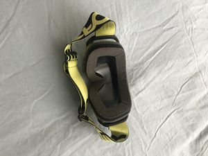 Yellow and black Oakley snowboarding goggles for Sale in BELLEAIR BLF, FL