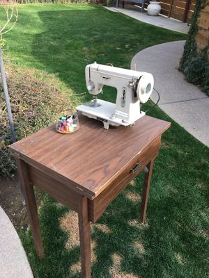Signature sewing machine for Sale in Fresno, CA