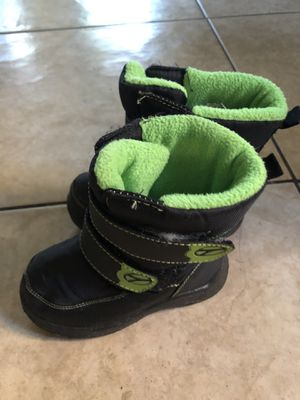 Snow boots for Sale in Compton, CA