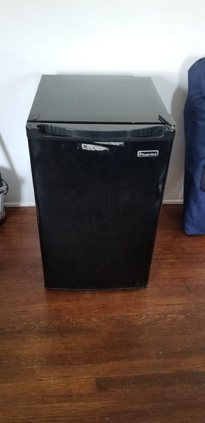 Refrigerator (Small) for Sale in Los Angeles, CA