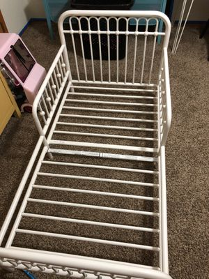 White metal toddler bed for Sale in Colorado Springs, CO