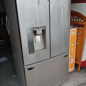 LG French Door Refrigerator for Sale in Lodi, CA