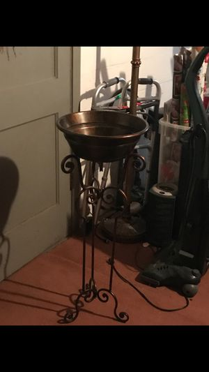 Standing flower pot for Sale in Pittsburgh, PA