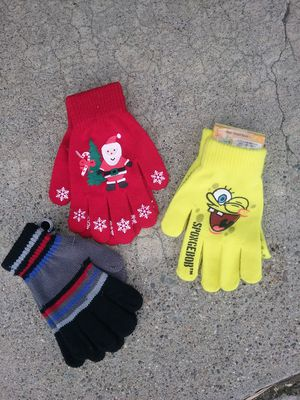 Kids gloves, $4 each, lots of snow stuff too. for Sale in San Jose, CA
