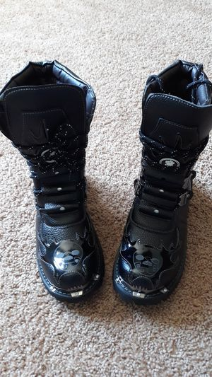 Black boots with skulls on toes for Sale in Minneapolis, MN