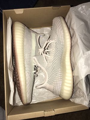 Yeezy 350 v2 citrin for Sale in Little Chute, WI