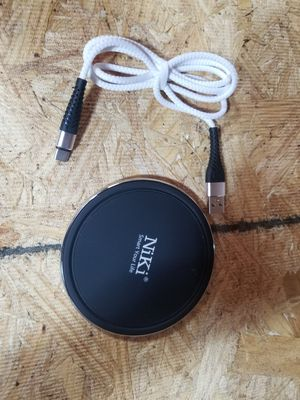 1piece left nikki fast CHARGING wireless charger for Sale in Monrovia, CA