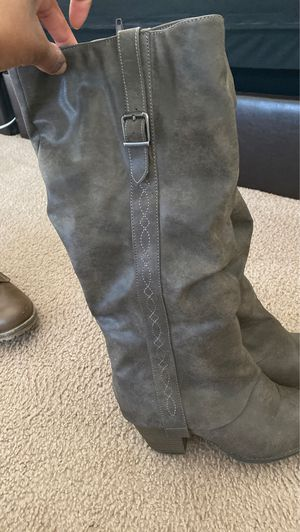 Womens boots with heel size 9 for Sale in Fort Leonard Wood, MO