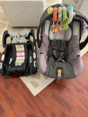 Chico KeyFit 30 carrier and car seat with base for Sale in Miami, FL