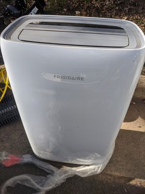 Frigidaire 8,000 BTU 3-Speed Portable Air Conditioner with Dehumidifier for Sale in Sudley Springs, VA