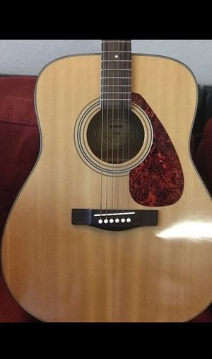 YAMAHA Guitar (Steel String) for Sale in Los Angeles, CA