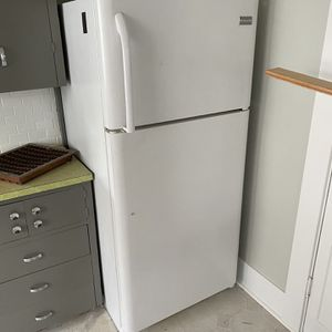 FREE White Working Fridge - Has Been Claimed, If It Falls Thru I Will Contact Next In Line To Message for Sale in Portland, OR