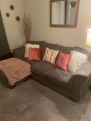 Grey sectional with reversible chaise! for Sale in Atlanta, GA