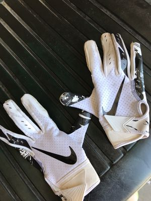 Black and white nike baseball gloves for Sale in Modesto, CA