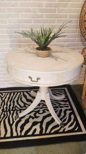 Large vintage drum table for Sale in Oshkosh, WI