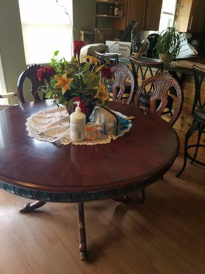 Round table with 4 chairs for Sale in Dallas, TX