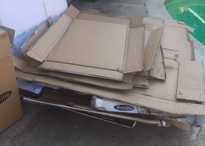 CURB ALERT- ON LAWN- FREE CARDBOARD for Sale in Buena Park, CA