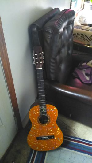 Guitar missing one string not for use just for show I don't know how to play just want to get rid of it I'm moving pick up only for Sale in Lincoln, NE