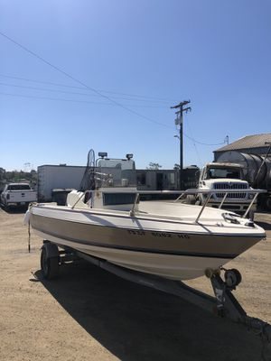 """Center console fishing boat 22"""" , trophy bayliner for Sale in San Diego, CA"""