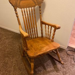 Wooden Rocking Chair for Sale in Lynnwood, WA