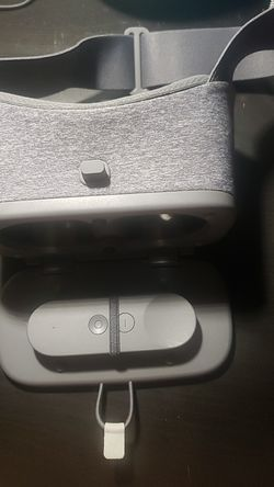 Google Daydream View VR Headset & Remote for Sale in Phoenix,  AZ