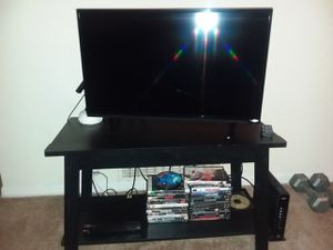 Selling 32 inch Vizo TV with remote. Xbox 360 3 games controller. 20 or so movies for Sale in Decatur, GA