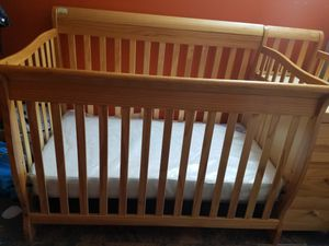 5 In 1 Crib with 3 Drawer and Changing table for Sale in New York, NY