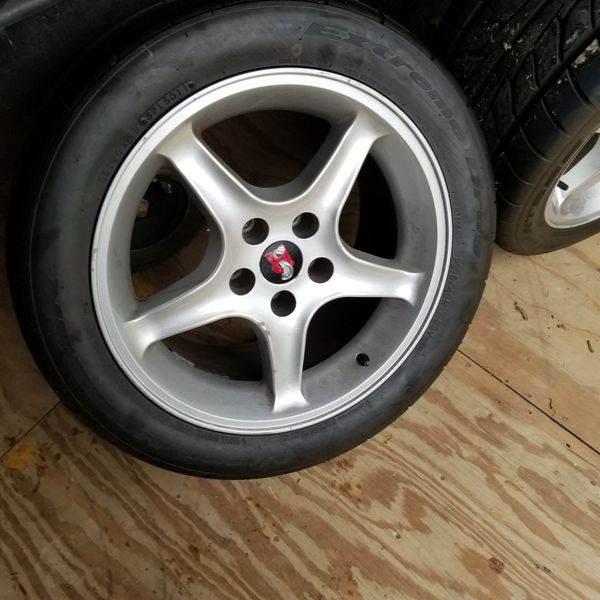 2001 forrd mustang wheels and tires with cobra center caps no lug nuts