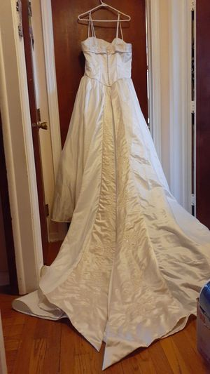 Wedding Gown. Size 16.$65 or Best Offer for Sale in Avon Lake, OH