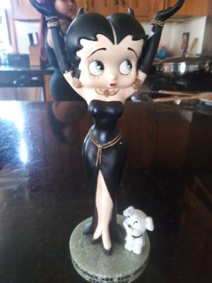 Collectible Limited Edition Diamond Betty boop item number 6781 statue will include 2 brand new kellytoy bettyboop plush keychains for Sale in Hawthorne, CA