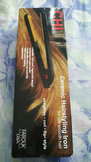 Ceramic hair straightener for Sale in College Park, MD
