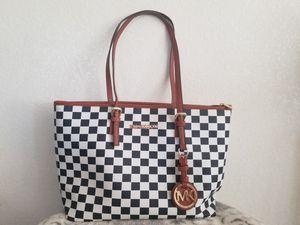 Michael kors purse/bag/tote for Sale in Phoenix, AZ