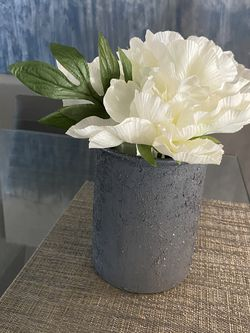 Modern Vase With White Flowers for Sale in Orlando,  FL